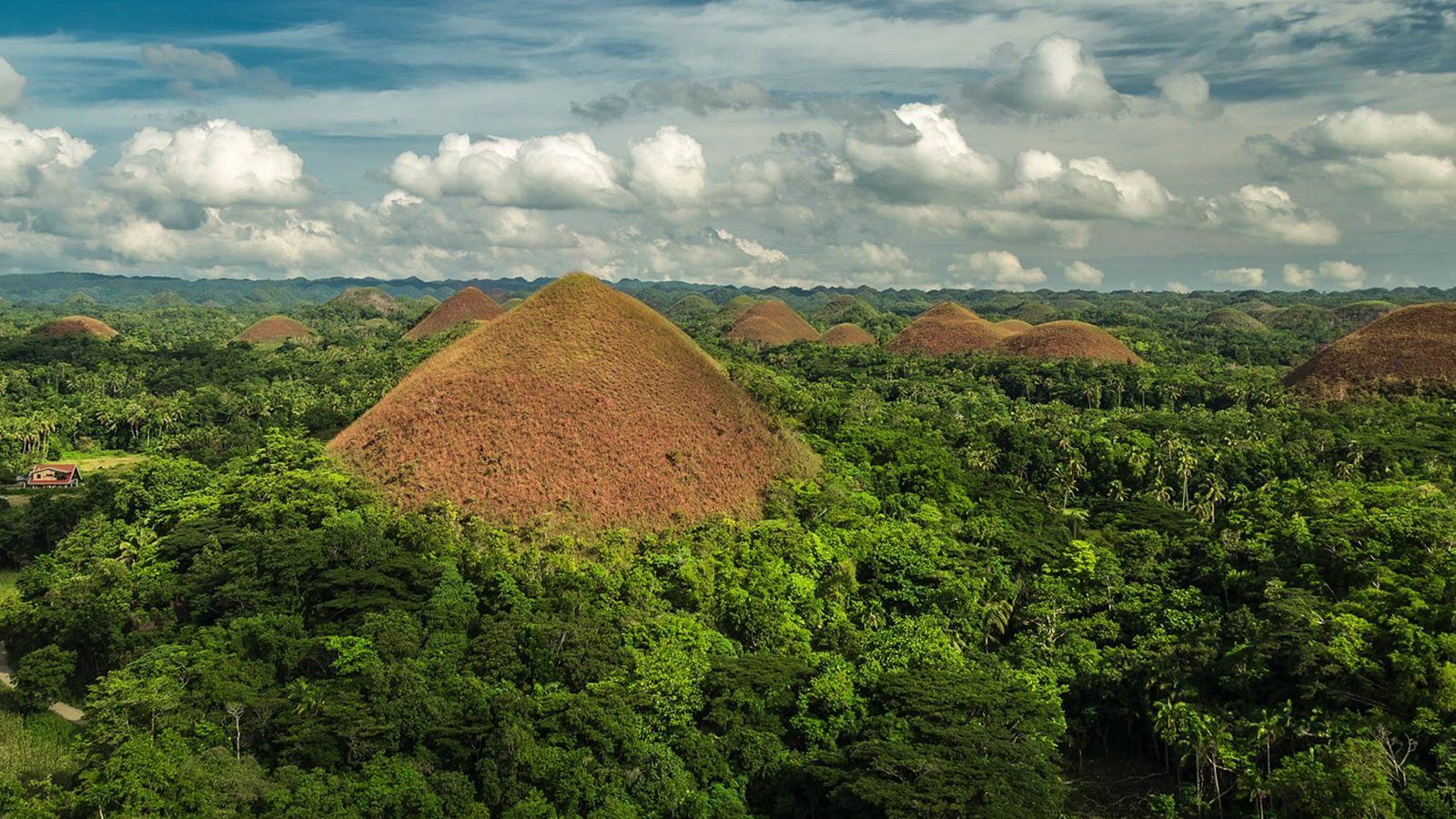 Planar Sobre as Colinas de Chocolate nas Filipinas