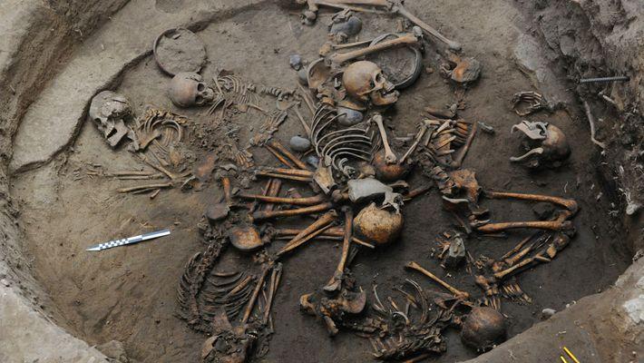 Descobertos Esqueletos Pré-Aztecas Dispostos em Espiral