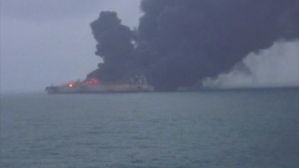 Veja: Petroleiro Iraniano em Chamas Depois de Colisão na Costa Lesta da China