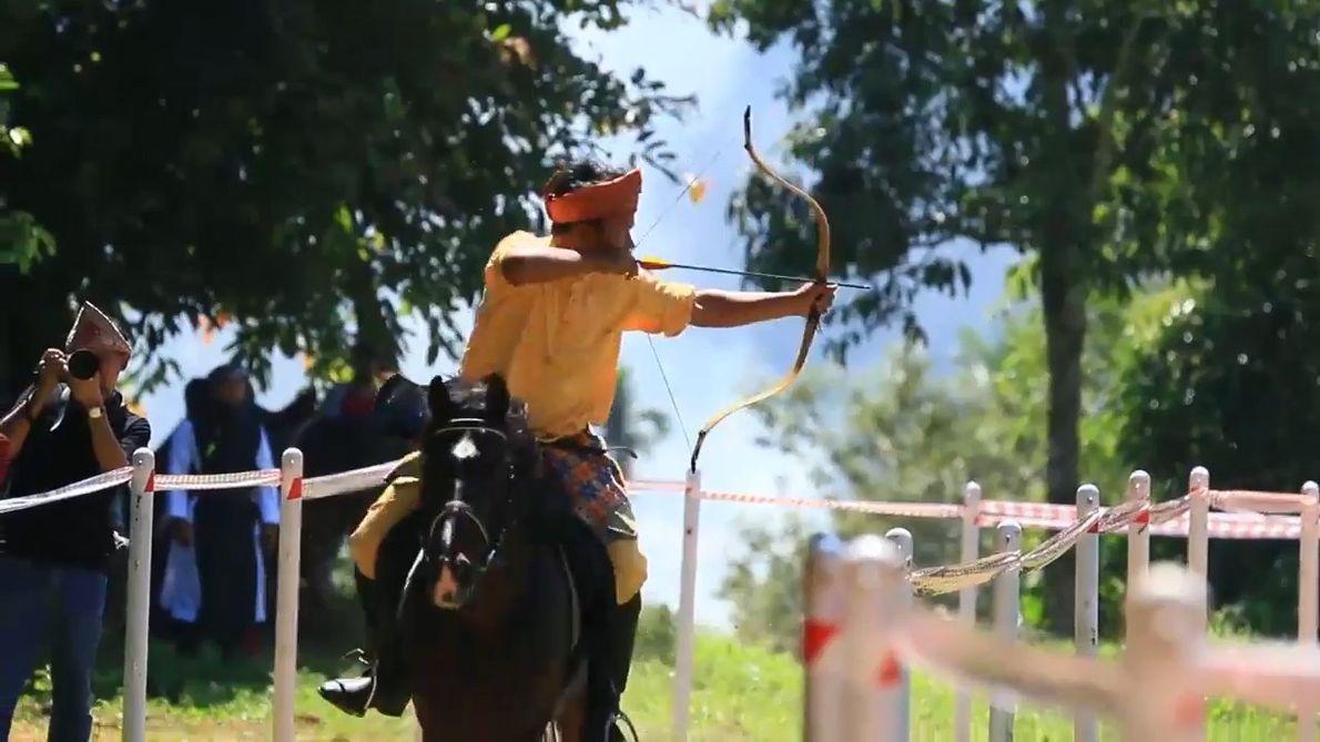 Veja o Incrível Desporto de Arquearia Montada