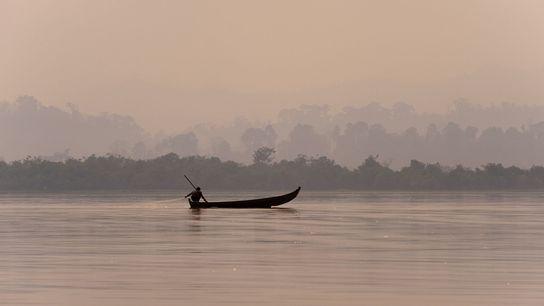 Lago Indawgyi , Em Myanmar