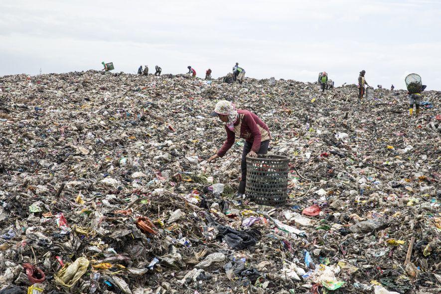 Monte de lixo em Jacarta, na Indonésia.