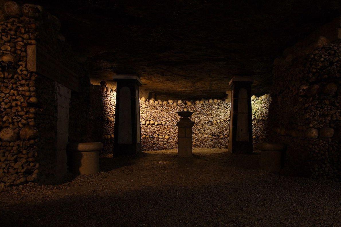 Galerias do Ossuário das Catacumbas de Paris, França.