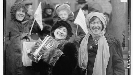 Sufragistas Americanas numa manifestação em fevereiro de 1913.