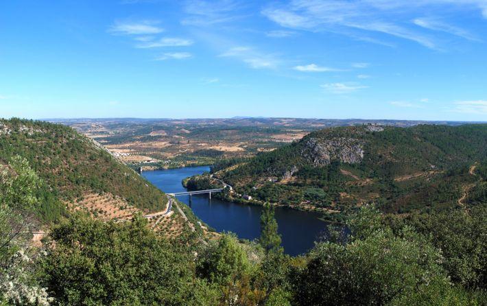 O rio Tejo junto à Vila Velha de Ródão.