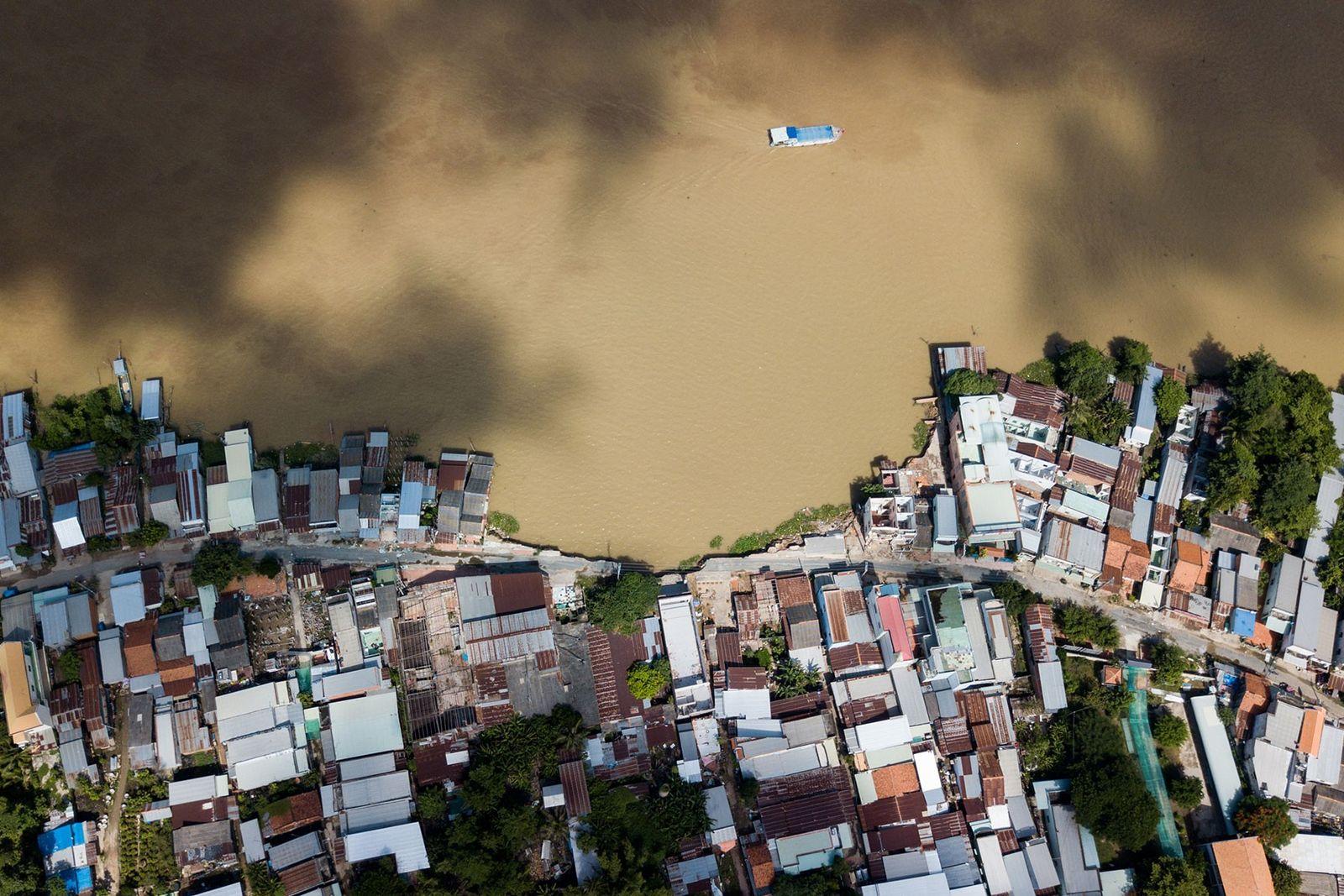 Extensão de 800 metros da zona ribeirinha do rio Van Nao