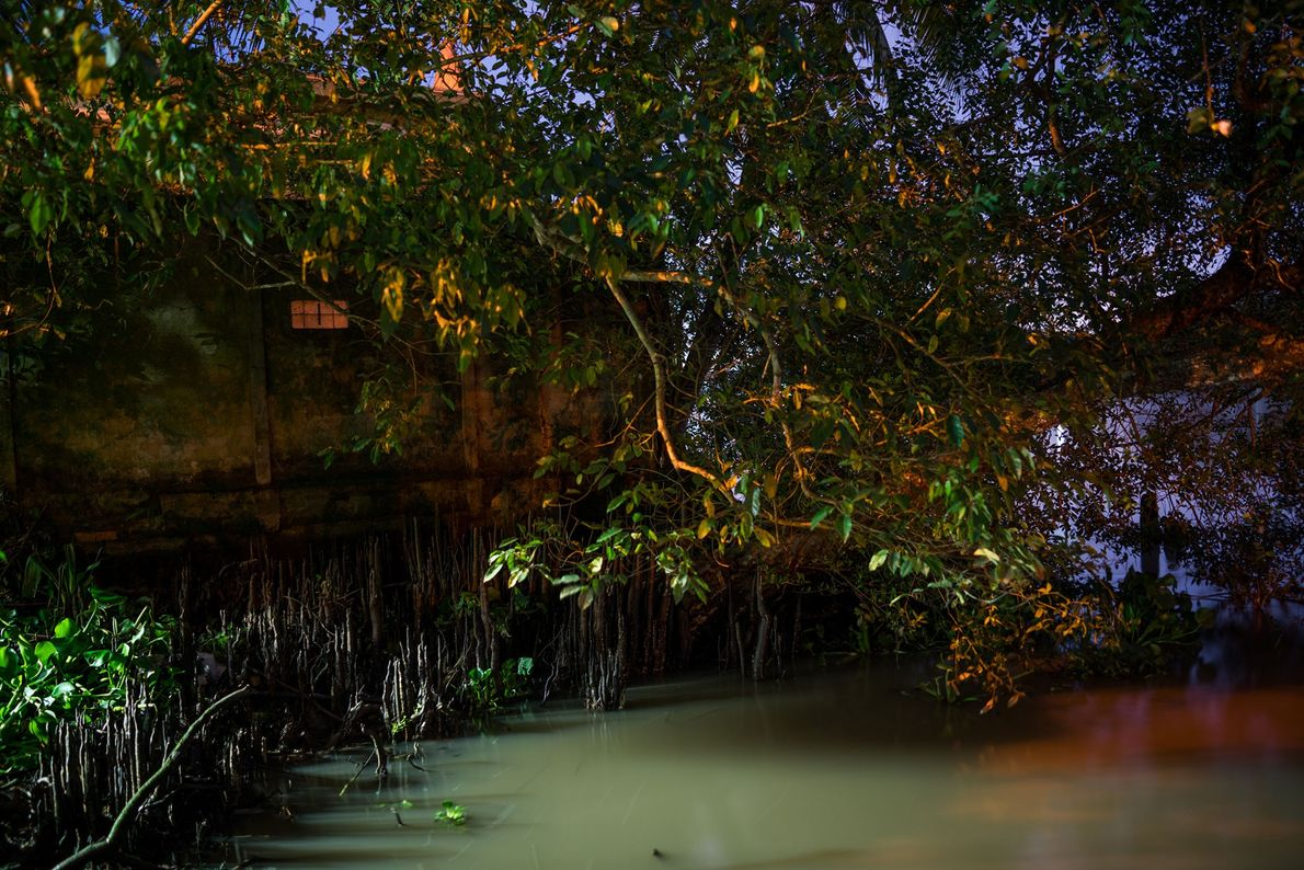 Casa junto ao rio Tien