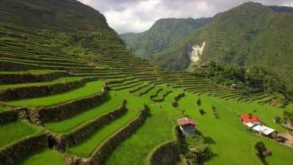 Subir aos Socalcos de Arroz Exuberantes das Filipinas