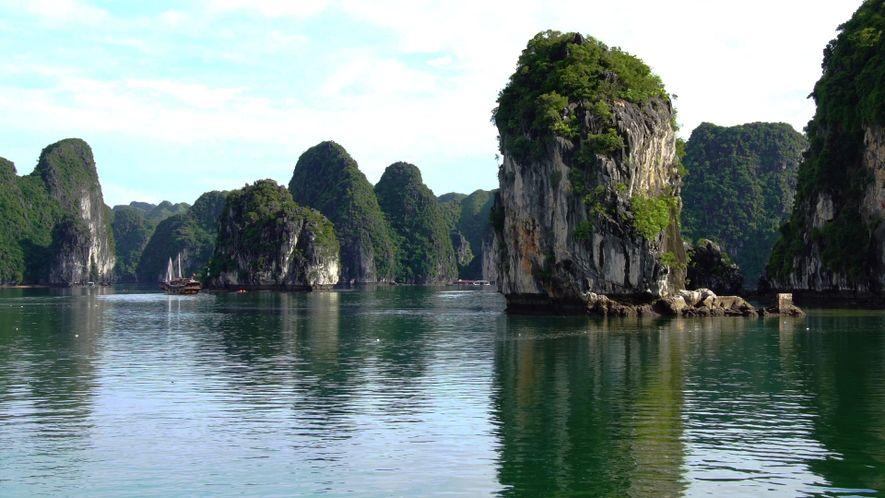Ha Long Bay é Um Jardim de Ilhas Espetacular no Vietname