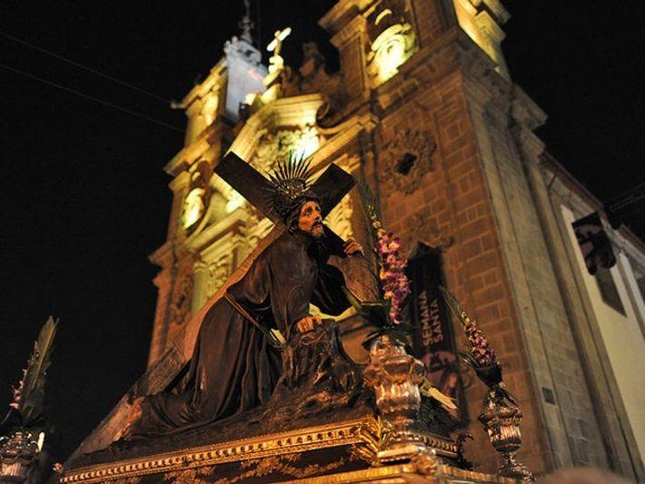 Andor de procissão noturna em Braga.