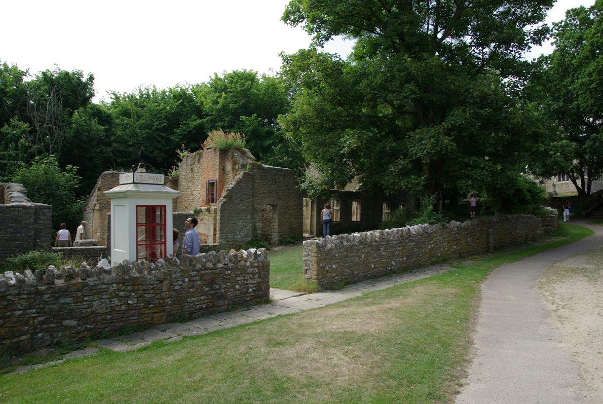 Vila de Tyneham em ruínas.