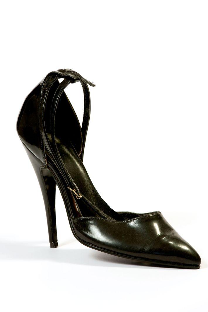Um stiletto evoca o encontro memorável entre uma prostituta e um cliente em Amesterdão, em 1966. ...