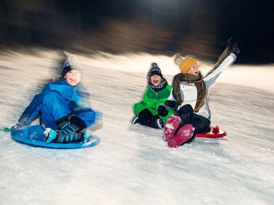 Assustadoramente Divertido: as Crianças Devem Brincar no Escuro