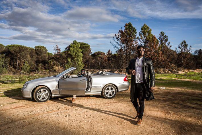 Gody Fofana (à direita), originalmente do Mali, e o seu amigo senegalês, Atab Bodian, estão há ...
