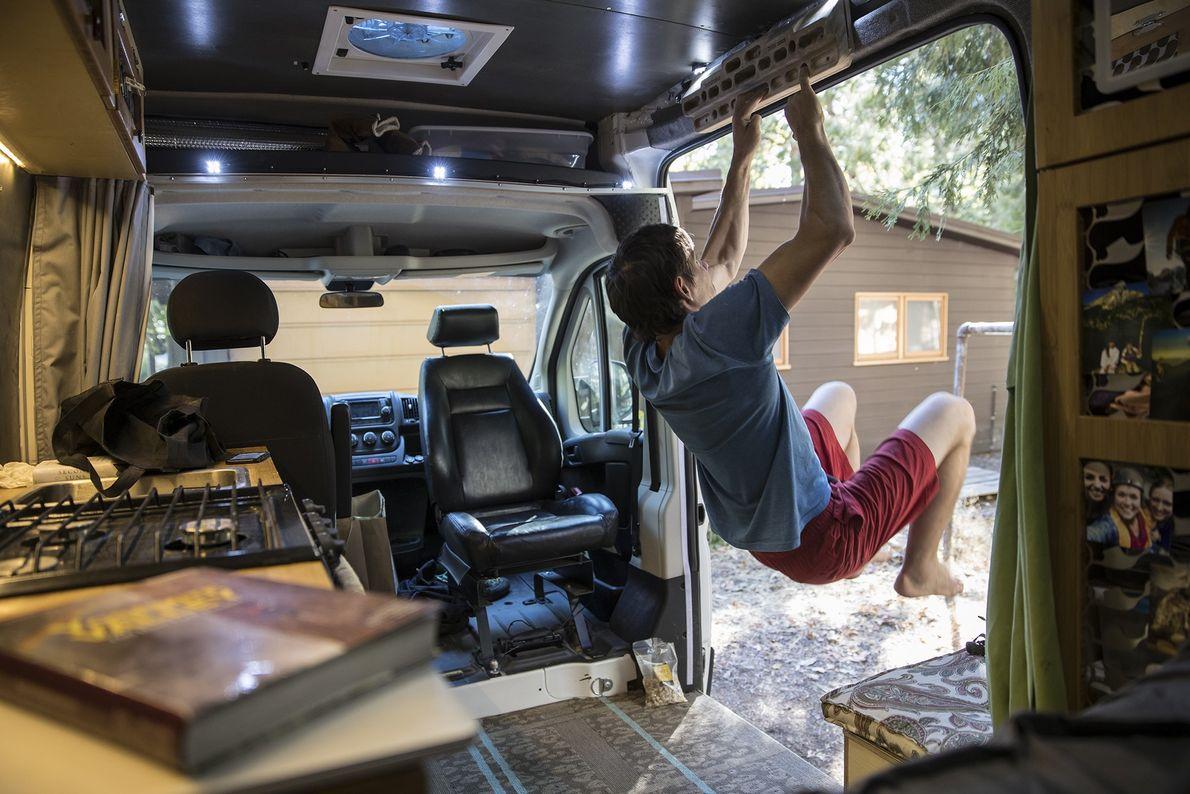 Alex Honnold a praticar na sua carrinha