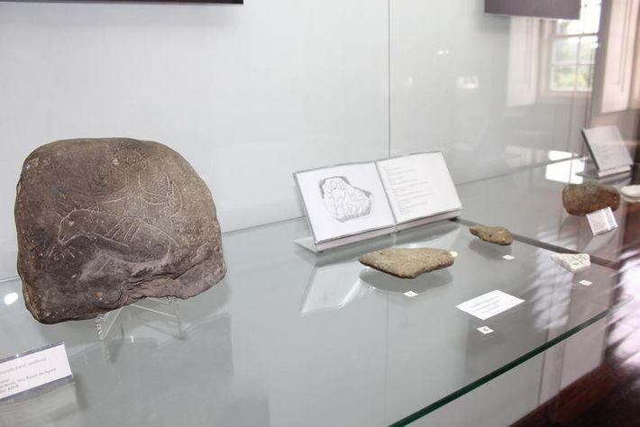 Pedras com inscrições, expostas no Museu de Vila Real.