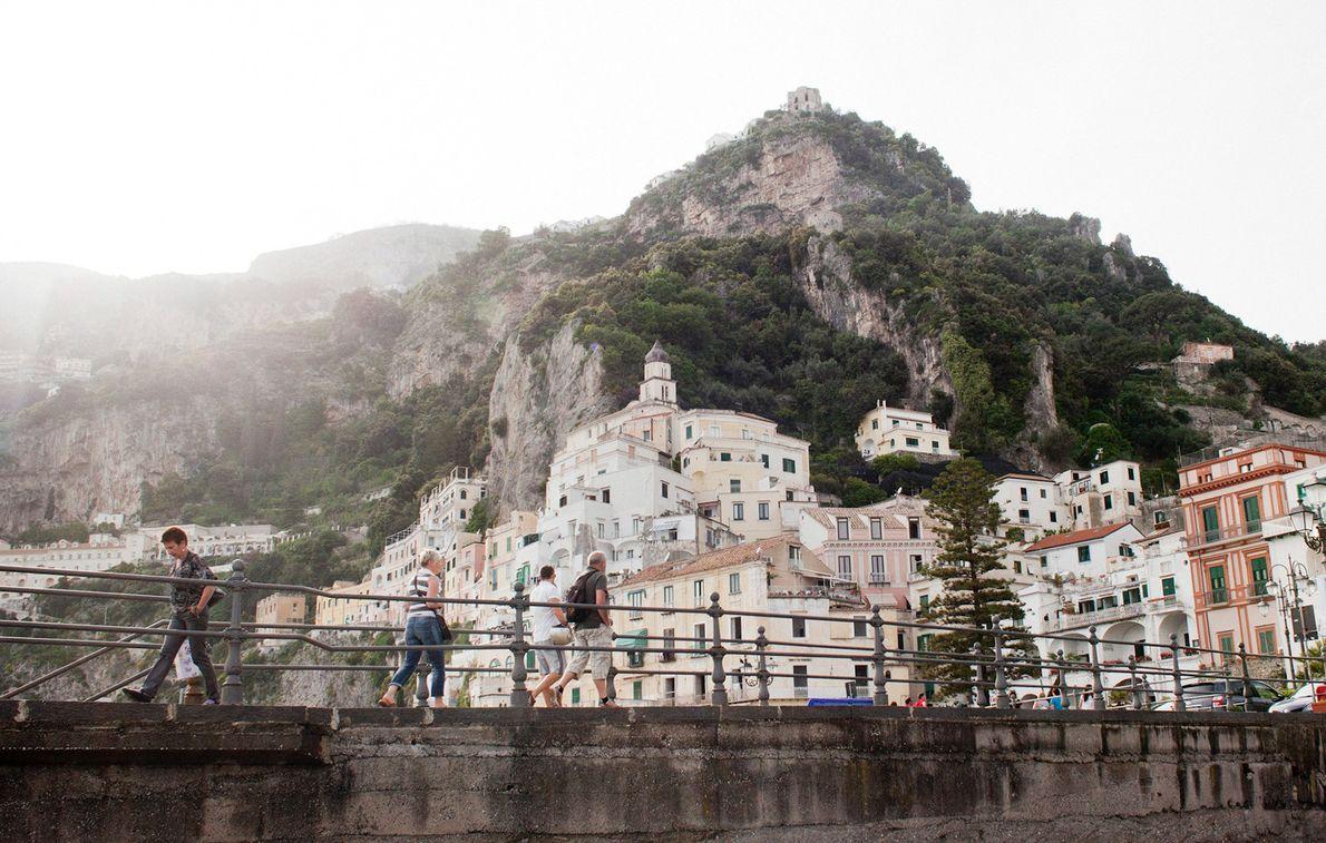 COSTA AMALFI, ITÁLIA Razões para ir: Numa cultura que venera as crianças e a família, as famílias ...