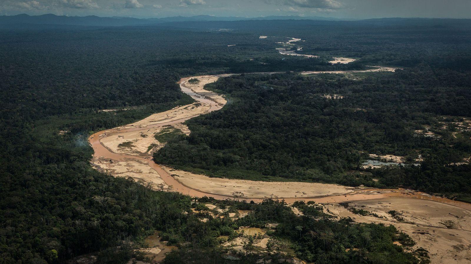 Iñapari era difícil de ser alcançada, mas graças a uma nova estrada que percorre o Peru ...