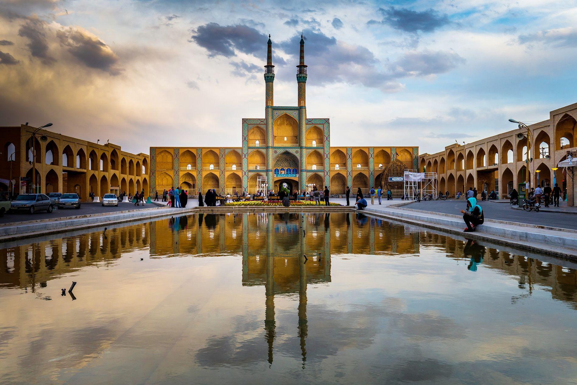 A cidade iraniana de Yazd, lar de mais de meio milhão de pessoas, foi eleita Património ...