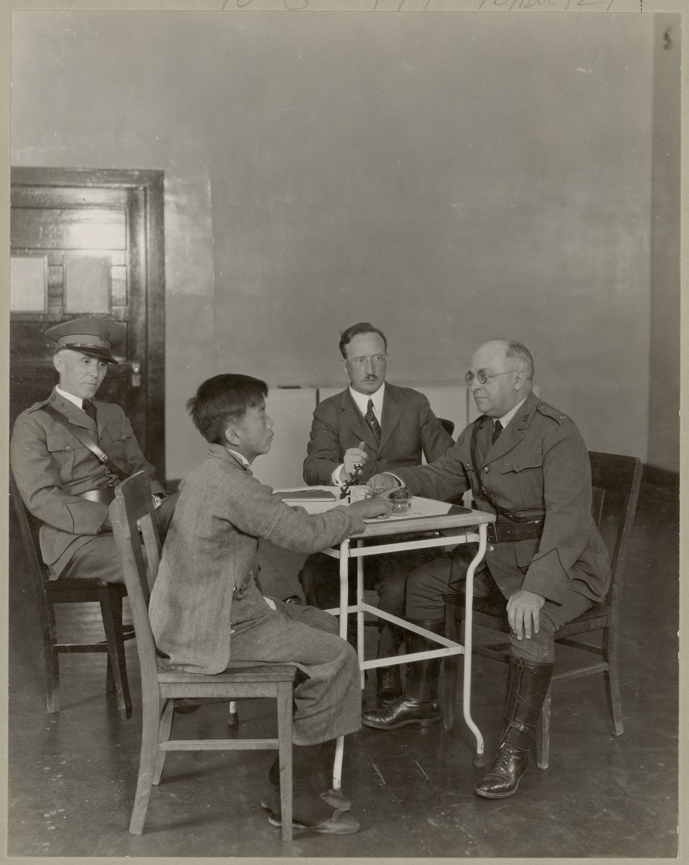 A LEI MAGNUSON, 1943