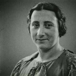 Edith Frank, mãe de Anne, morreu no dia 6 de janeiro de 1945, no campo de ...
