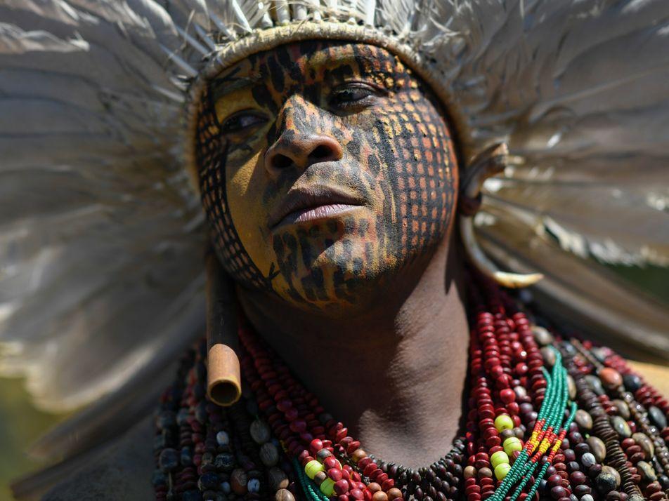 Uma corrida ilegal ao ouro está a desencadear ataques aos povos indígenas da Amazónia