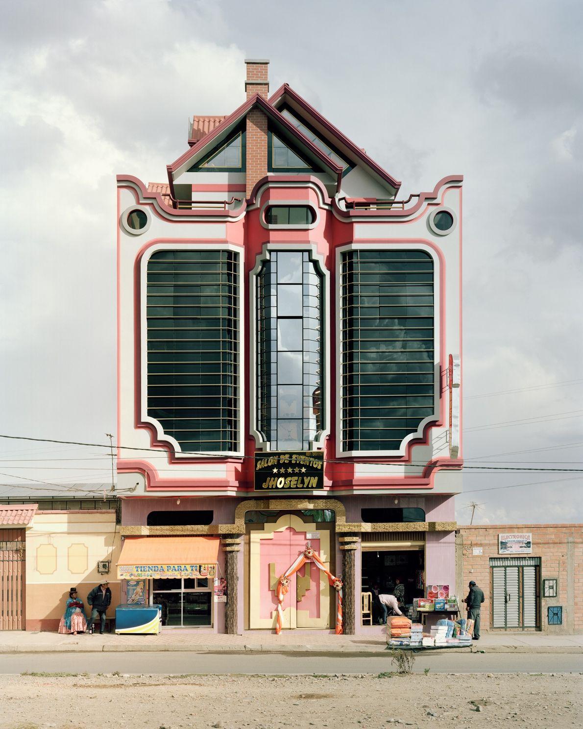 Edifícios que espelham as influências da arquitetura de Mamani.