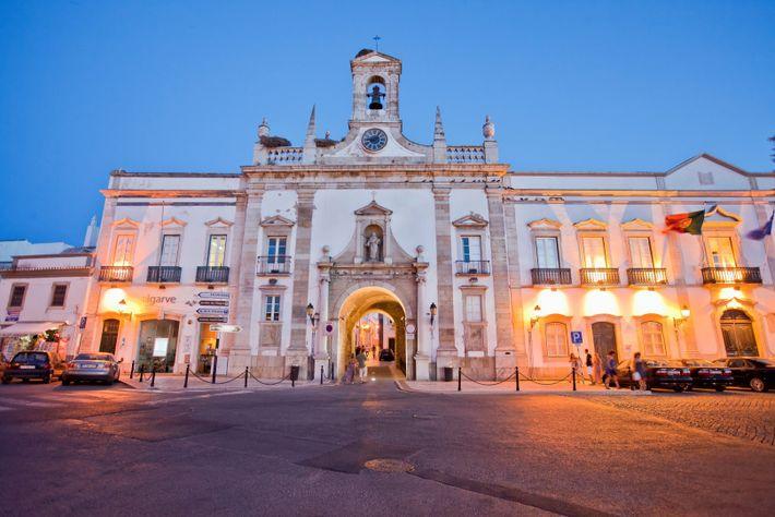 Faro, um dos locais mais turísticos de Portugal.