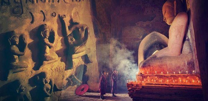 A religião budista está muito presente na vida da população da antiga Birmânia.