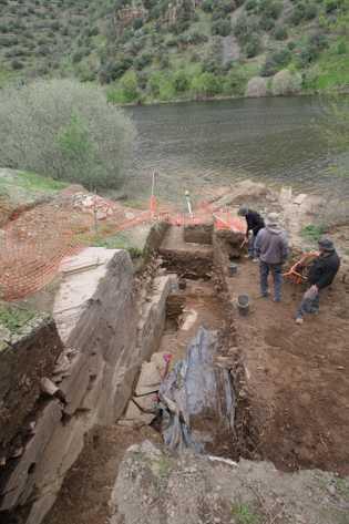 A equipa de arqueólogos durante os trabalhos realizados este ano no sítio do Fariseu.