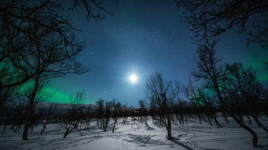 Noites frias em Harstad, no condado de Troms. Esta região no norte da Noruega é muito ...