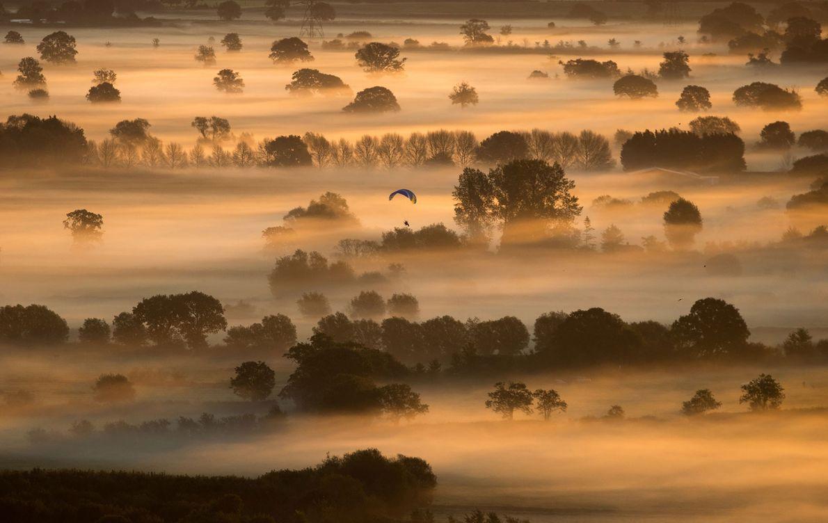 Um nevoeiro envolve os campos de Somerset