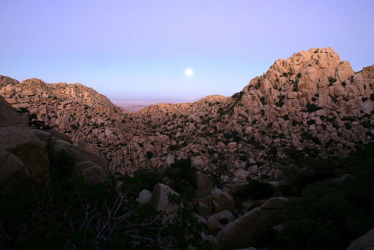 A lua cheia das colheitas anuncia o equinócio de outono no Vale da Lua, México