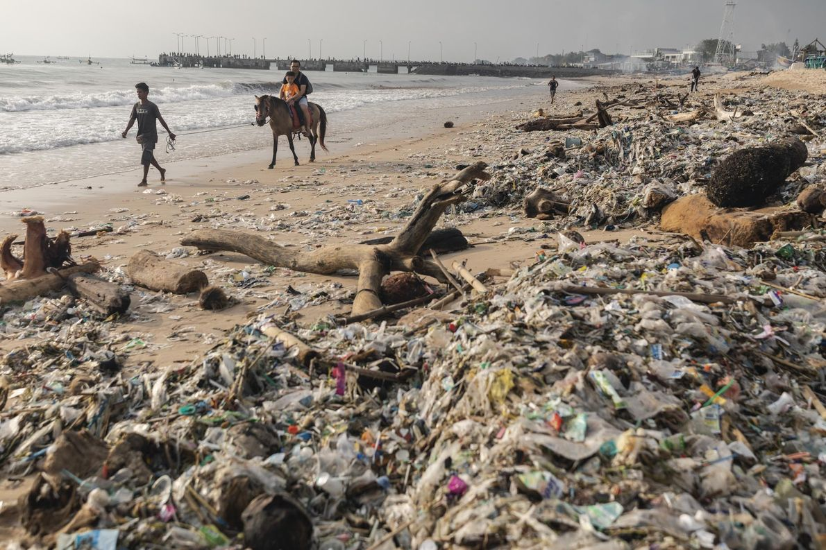 Bali Luta Para Salvar Praias Maravilhosas do Desperdício Plástico