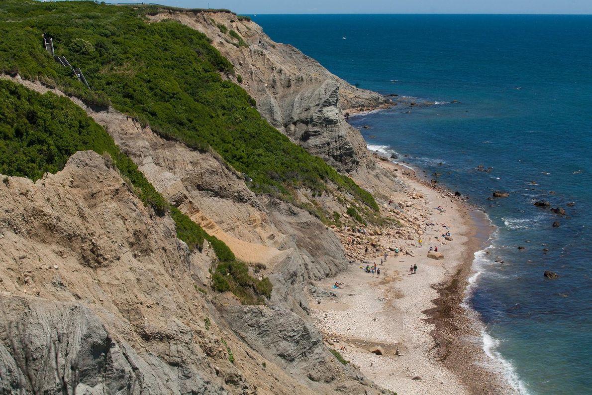 FALÉSIAS DE MOHEGAN, BLOCK ISLAND, RHODE ISLAND