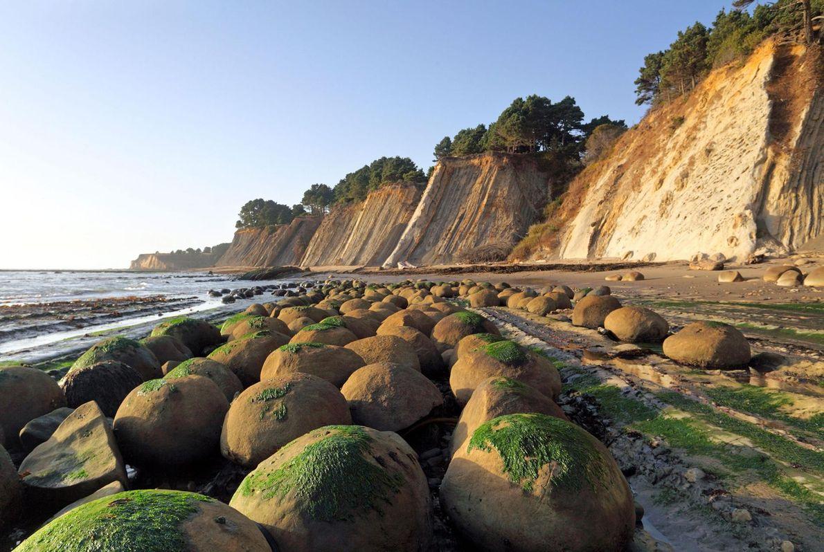 PRAIA DE BOWLING BALL, SCHOONER GULCH STATE BEACH, CALIFÓRNIA