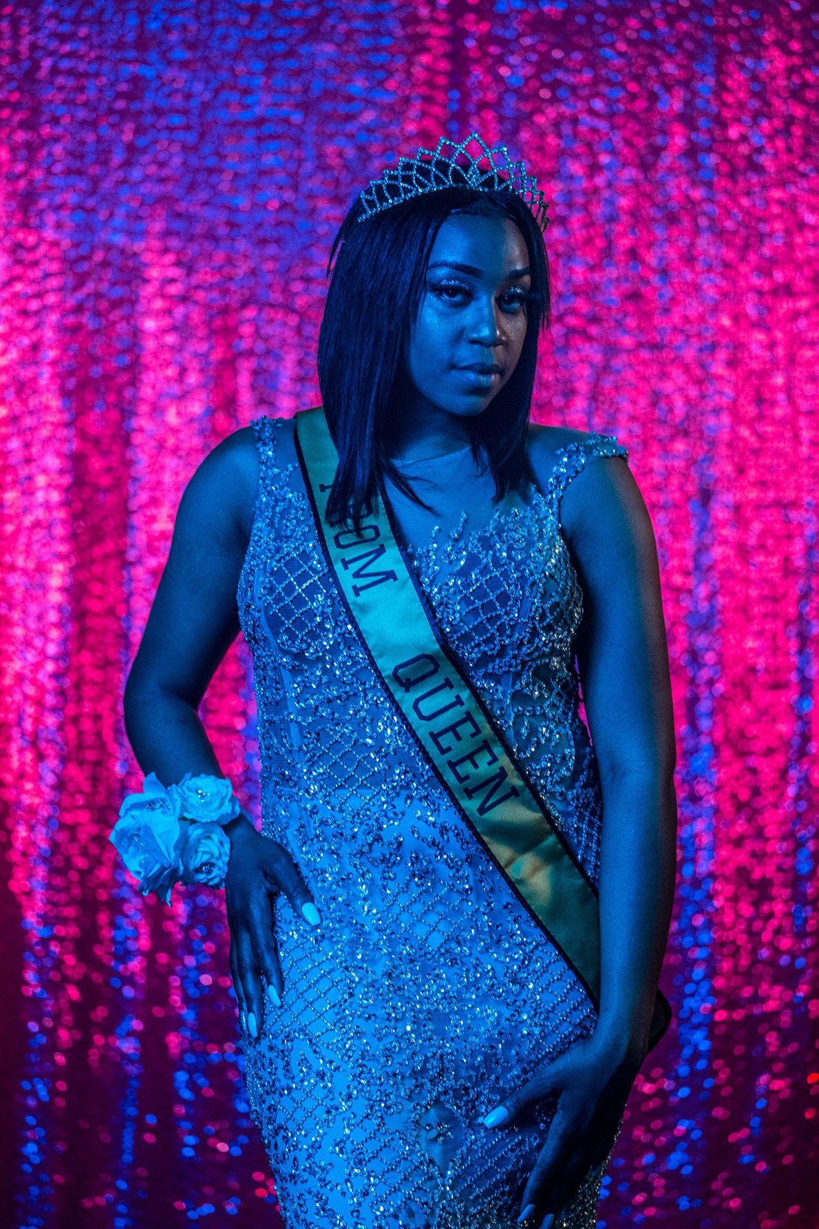 Cha'Leyah Fleming, finalista e rainha do baile da Northwestern High School, em Flint, no Michigan, posa ...