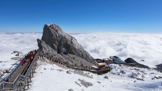 A Montanha de Neve de Dragão de Jade é a estância de esqui mais alta da ...