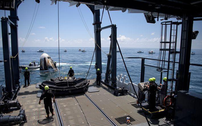 No dia 2 de agosto, equipas de apoio chegaram ao Golfo do México para resgatar a ...