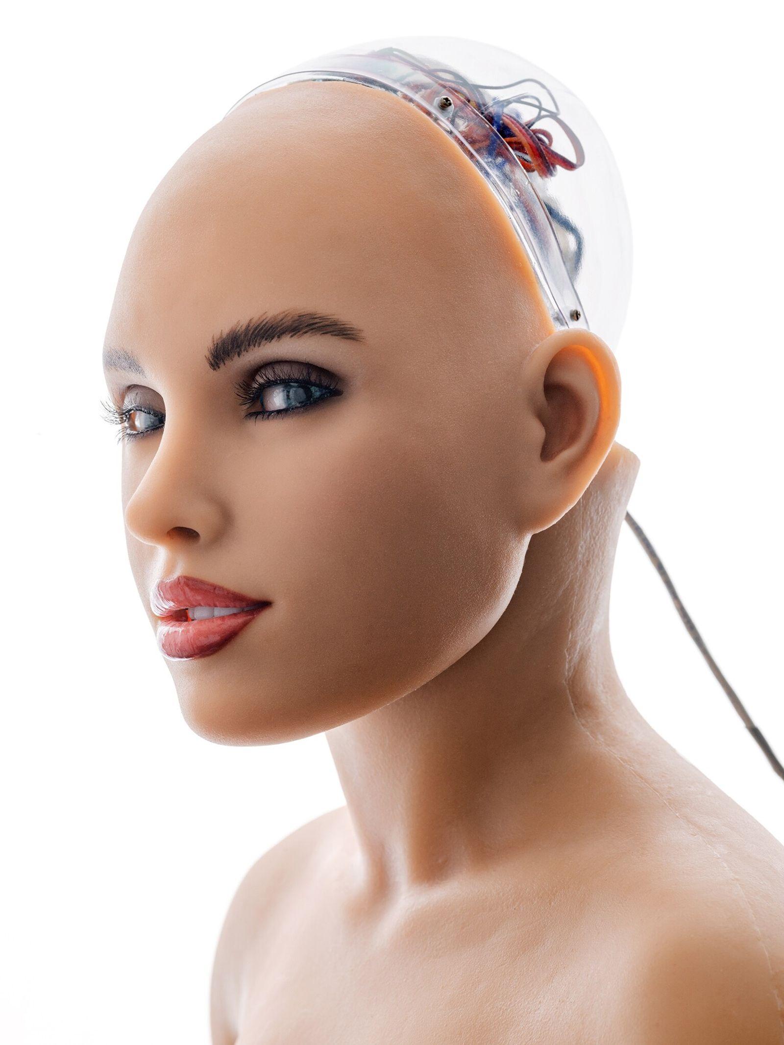 Alguns engenheiros de robótica criam máquinas que imitam e são semelhantes aos humanos. Um dos exemplos ...