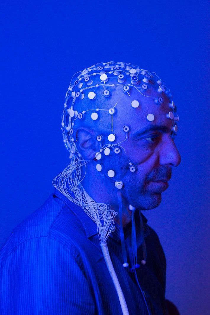 Vitaly Napadow, neurocientista da Escola de Medicina de Harvard e do Hospital Geral de Massachusetts, estuda ...