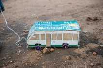 Uma caixa de sabão para a roupa encontra uma vida nova sob a forma de autocarro.
