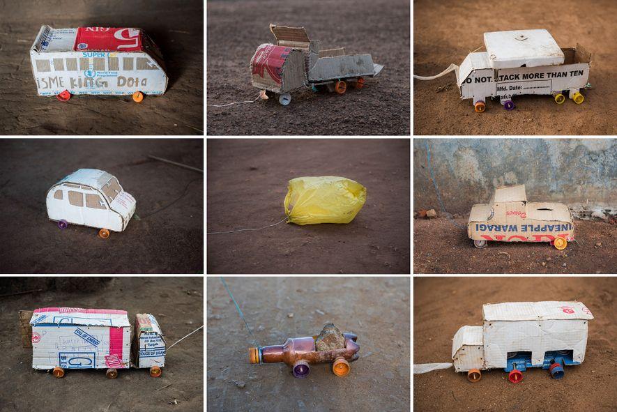 As caixas de cartão dos fornecimentos de ajuda humanitária ganham uma segunda vida sob a forma ...