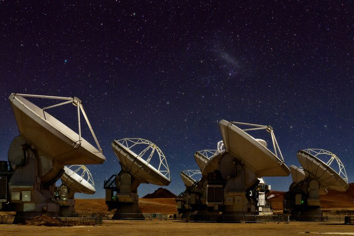 66 antenas de rádio de Atacama Large Millimetre/sub-millimeter Array (ALMA)