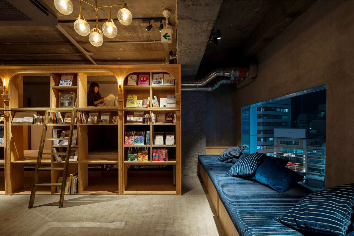 Book and Bed Tokyo é um hostel pensado para os amantes de livros.
