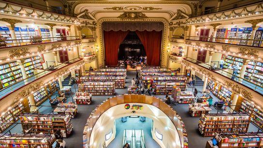 Encontre a livraria histórica, Ateneo Grand Splendid, escondida no bairro Recoleta, em Buenos Aires, Argentina.