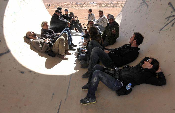 Grupo de jornalistas raptados pelas forças de Qaddafi