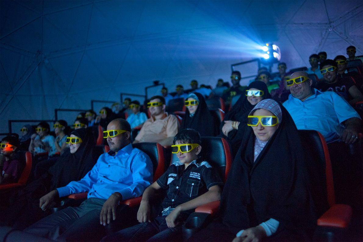 Espetadores de cinema em Bagdade, no Iraque