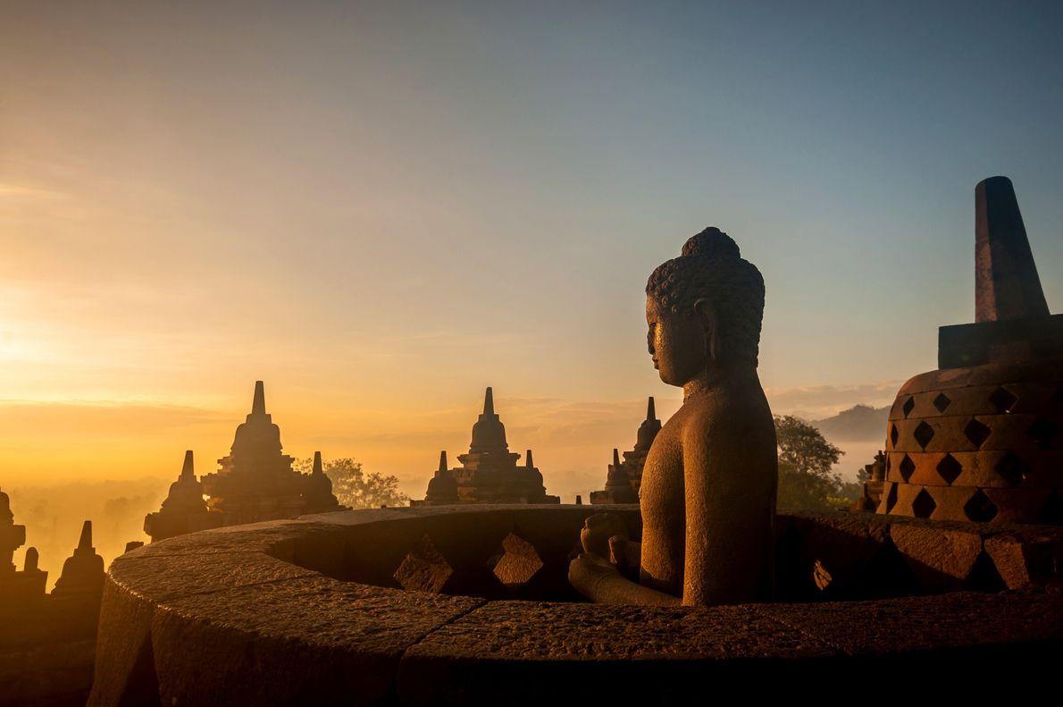 INDONÉSIA: BOROBUDUR