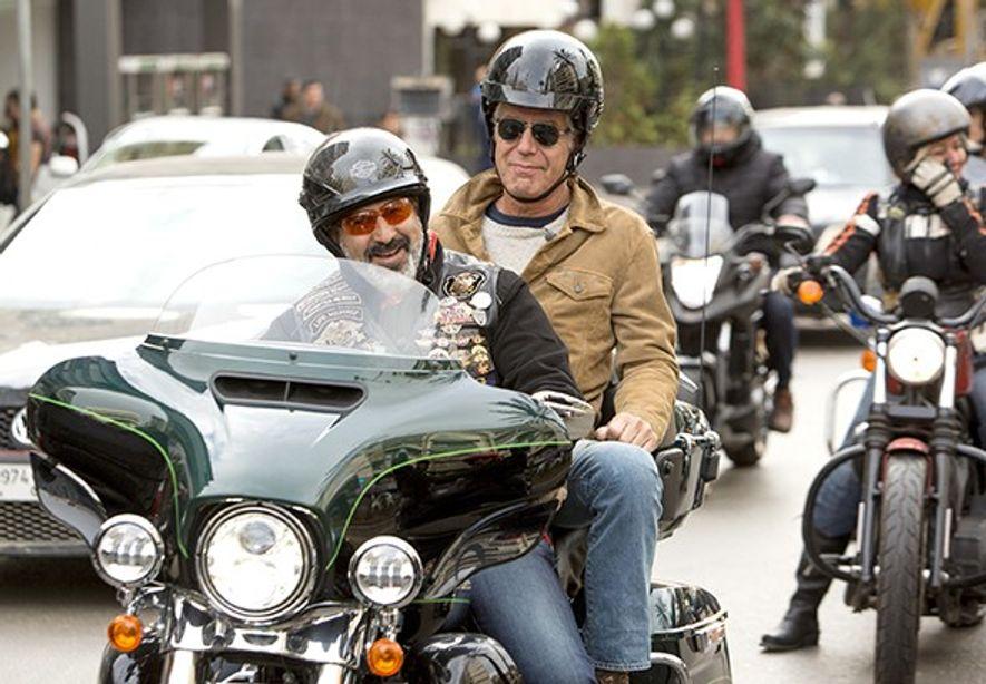 Anthony Bourdain em Beirute, com o Harley Davidson Owners Group, durante as filmagens do programa Parts ...